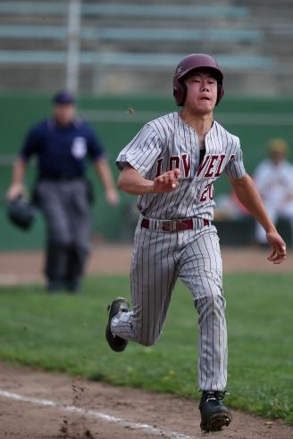 Spenser Wong running for first base on April 22, 2017.